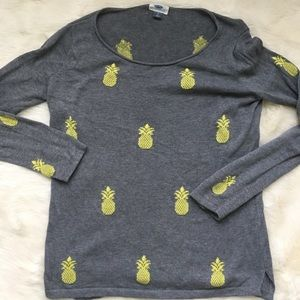 Old Navy gray pineapple sweater, small
